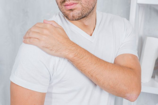 Curare il dolore alla spalla